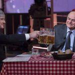 Il surreale teatrino politico televisivo all'insegna di birra ghiacciata e urla da stadio