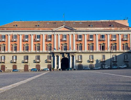 Il Palazzo Salerno di Napoli: caserma, sede ministeriale  borbonica e attuale sede dell'Esercito