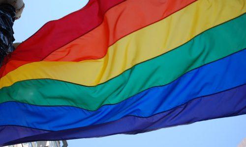 """Giornata contro omofobia, bifobia e transfobia. Mattarella: """"Promuovere cultura inclusione e rispetto di ogni differenza"""""""