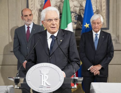 """Mattarella: """"Avviate iniziative per un'intesa in Parlamento per un nuovo governo. Decisioni sollecite"""" (VIDEO)"""