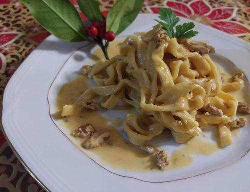Tagliatelle fatte in casa con vellutata di zucca, gorgonzola e noci