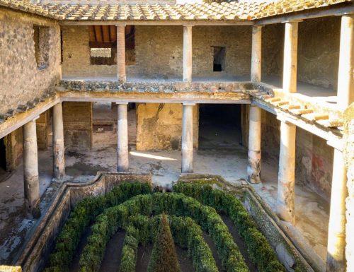 Al Parco Archeologico di Pompei sono state riaperte tre domus, anche la La Casa degli Amanti
