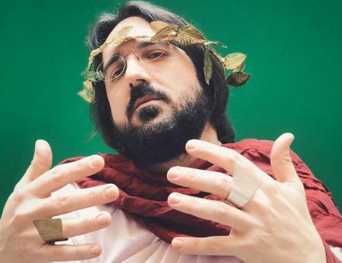 """Piotta, nel nuovo singolo """"Vengo dal Colosseo 20.20 edition"""" cantano anche le statue dell'antica Roma"""