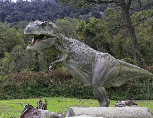 Dinosauri agli Astroni, nel cratere flegreo rivive il mito dei grandi rettili preistorici