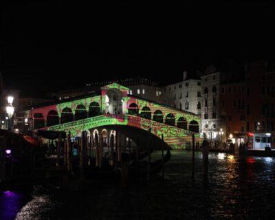 Il Ponte di Rialto si illumina per i 1600 anni dalla fondazione di Venezia