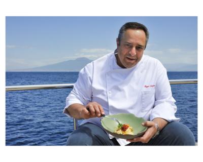 """""""Cenando sotto un Cielo Diverso"""": chef stellati e vip ai fornelli delle mense sociali napoletane"""