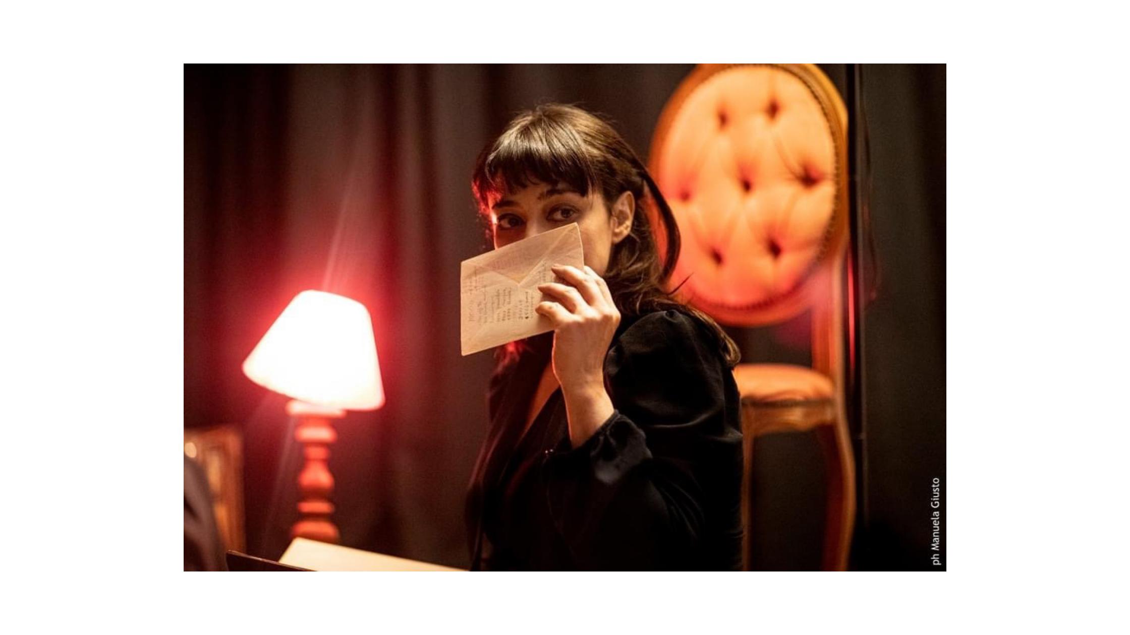 """Al Teatro Elicantropo di Napoli """"Diari della Guerra"""" di e con Elena Arvigo"""